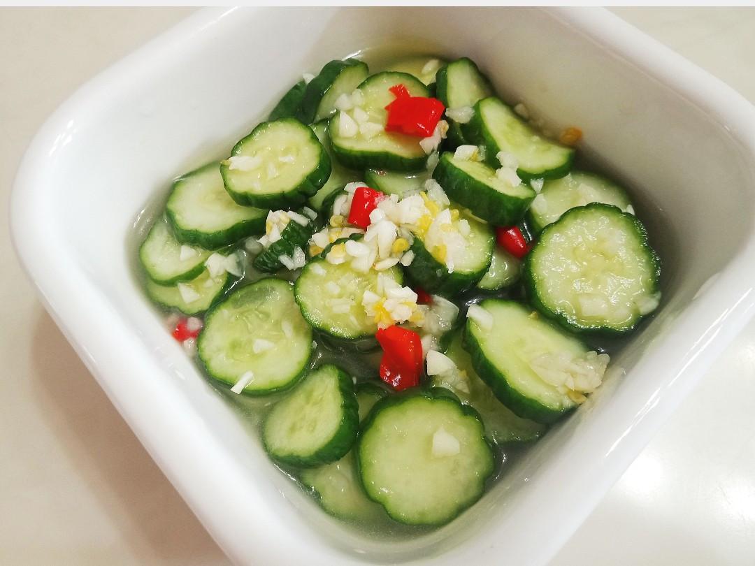 清爽消暑:涼拌小黃瓜(簡單快速入味)