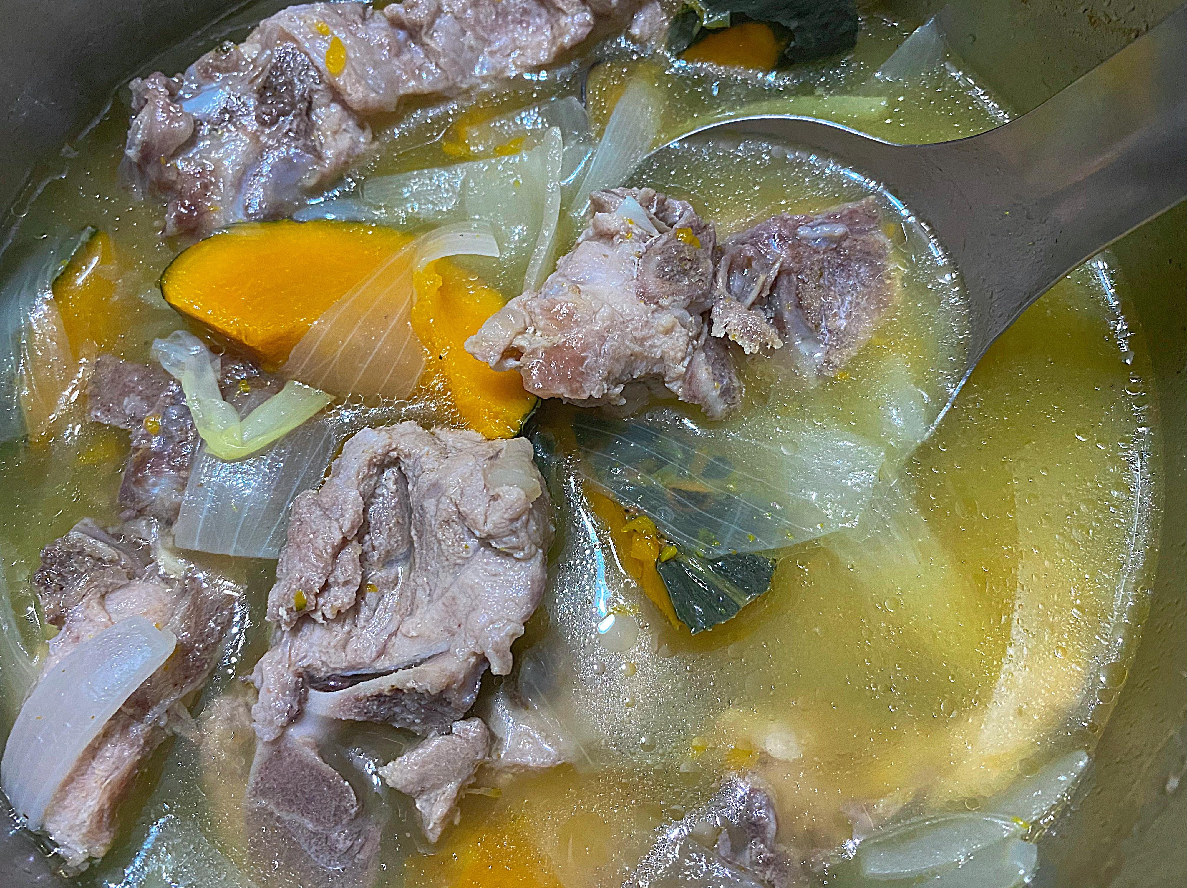 南瓜洋蔥排骨湯