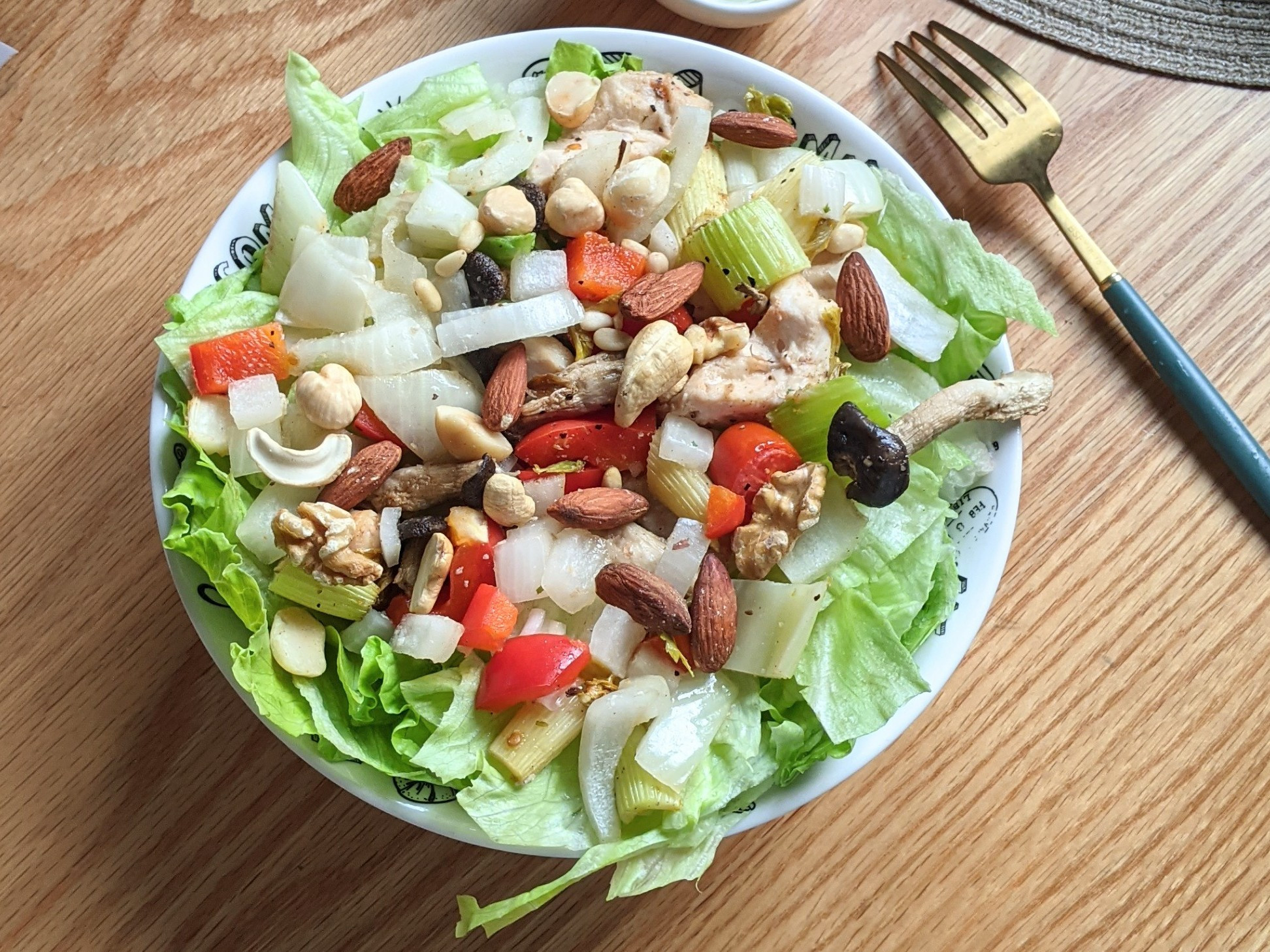 減醣雞肉堅果時蔬沙拉