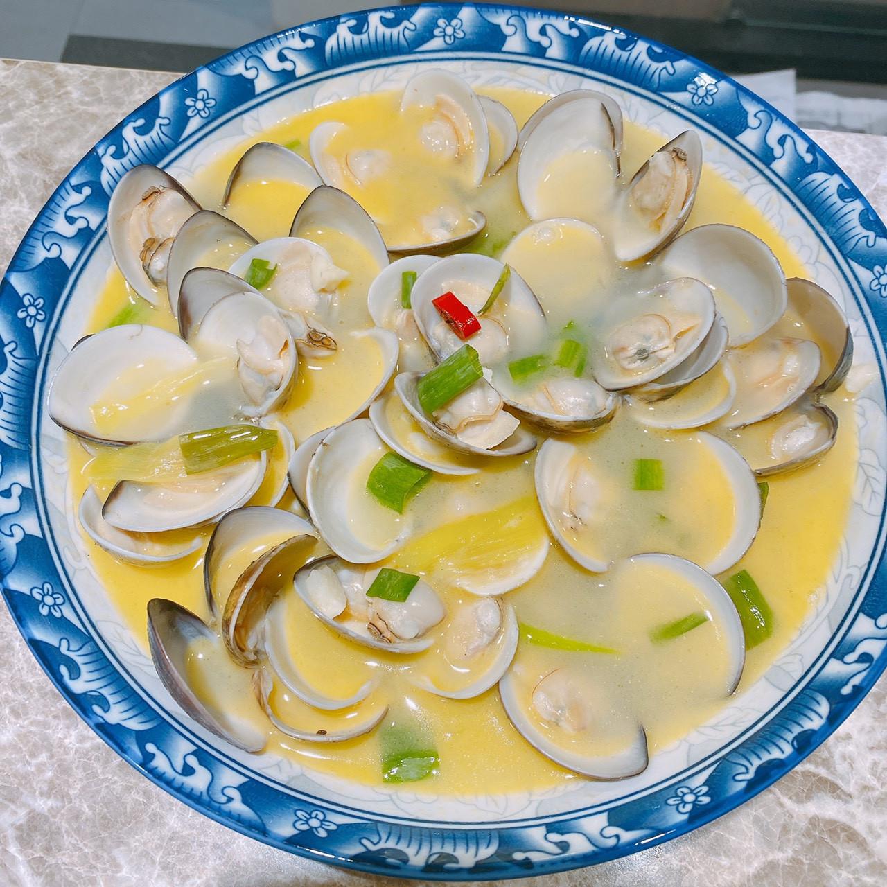 奶油酒蒸蛤蠣