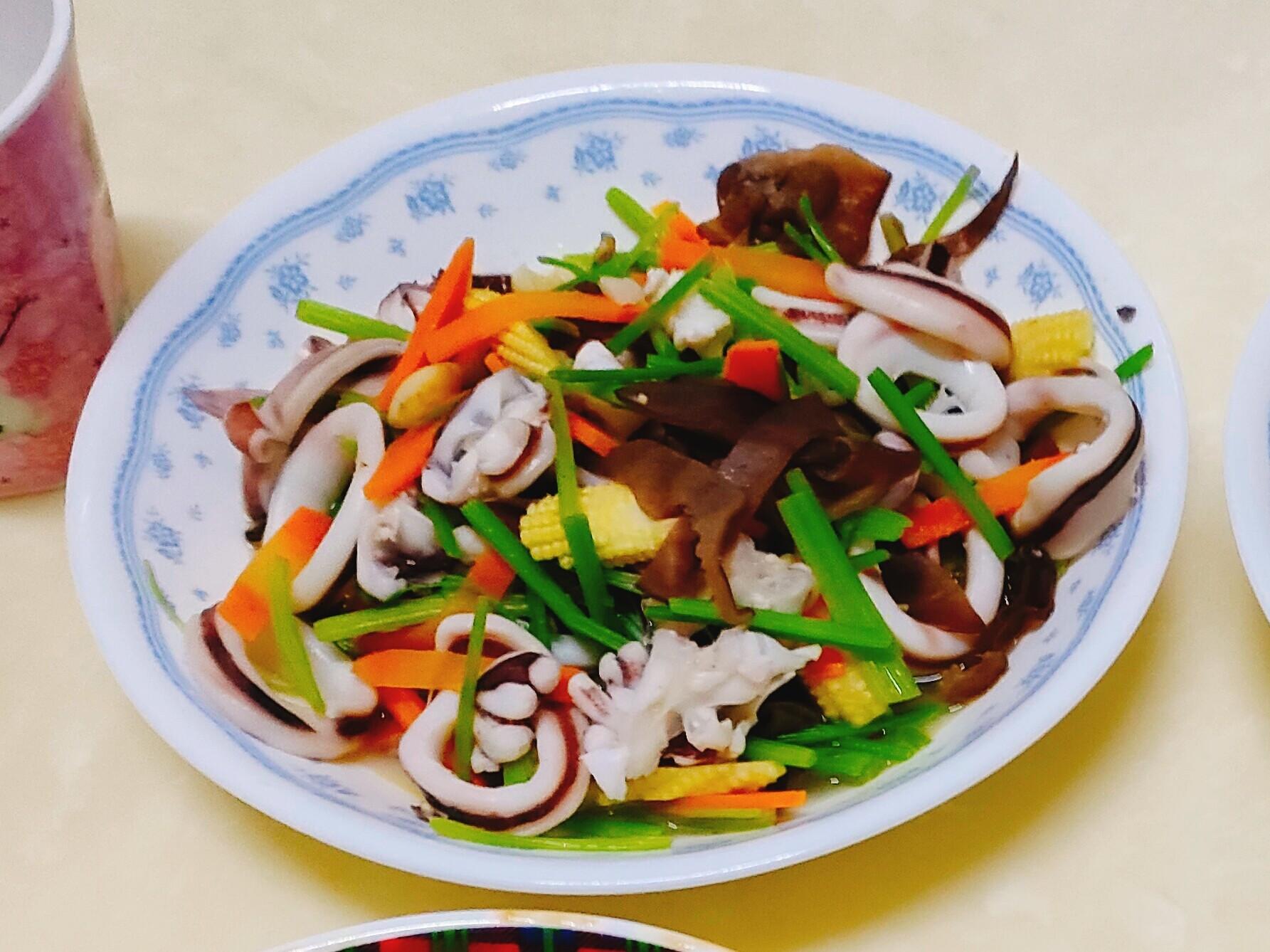 芹菜炒魷魚圈