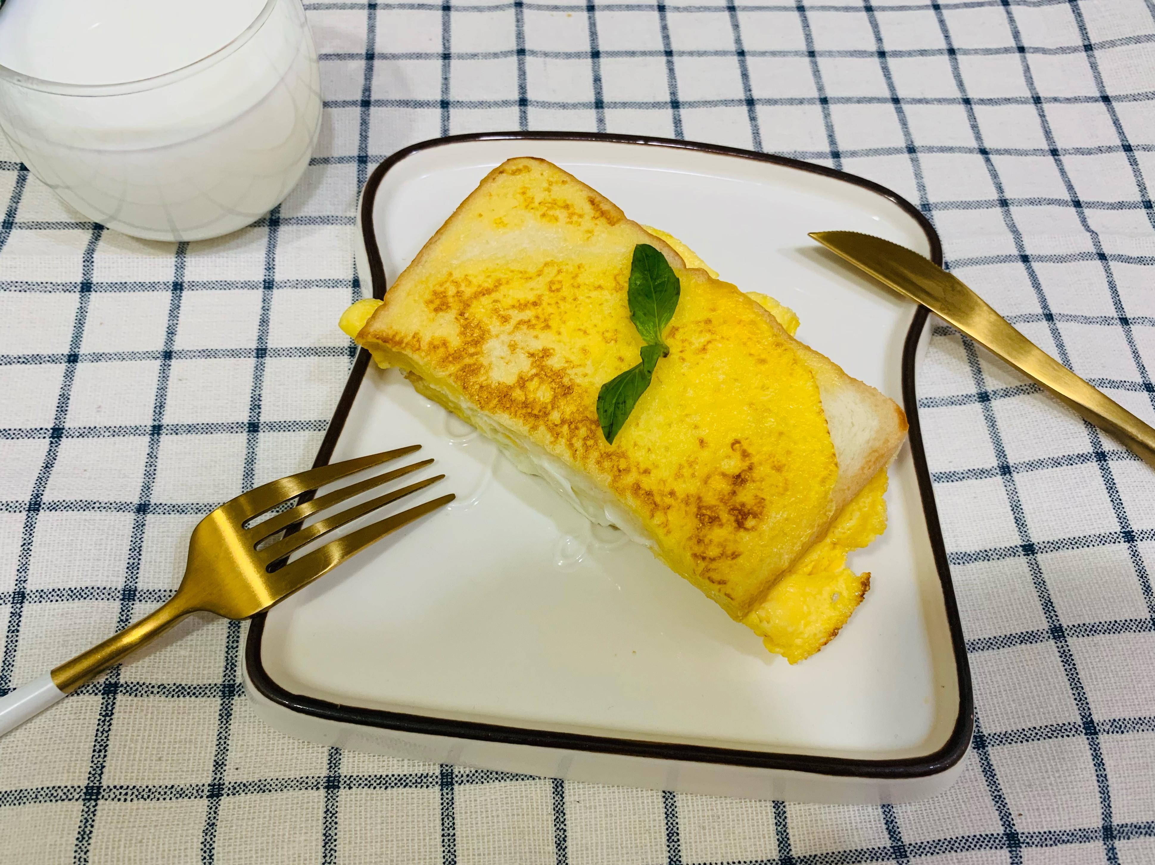一鍋到底五分鐘出早餐-嫩蛋吐司三明治