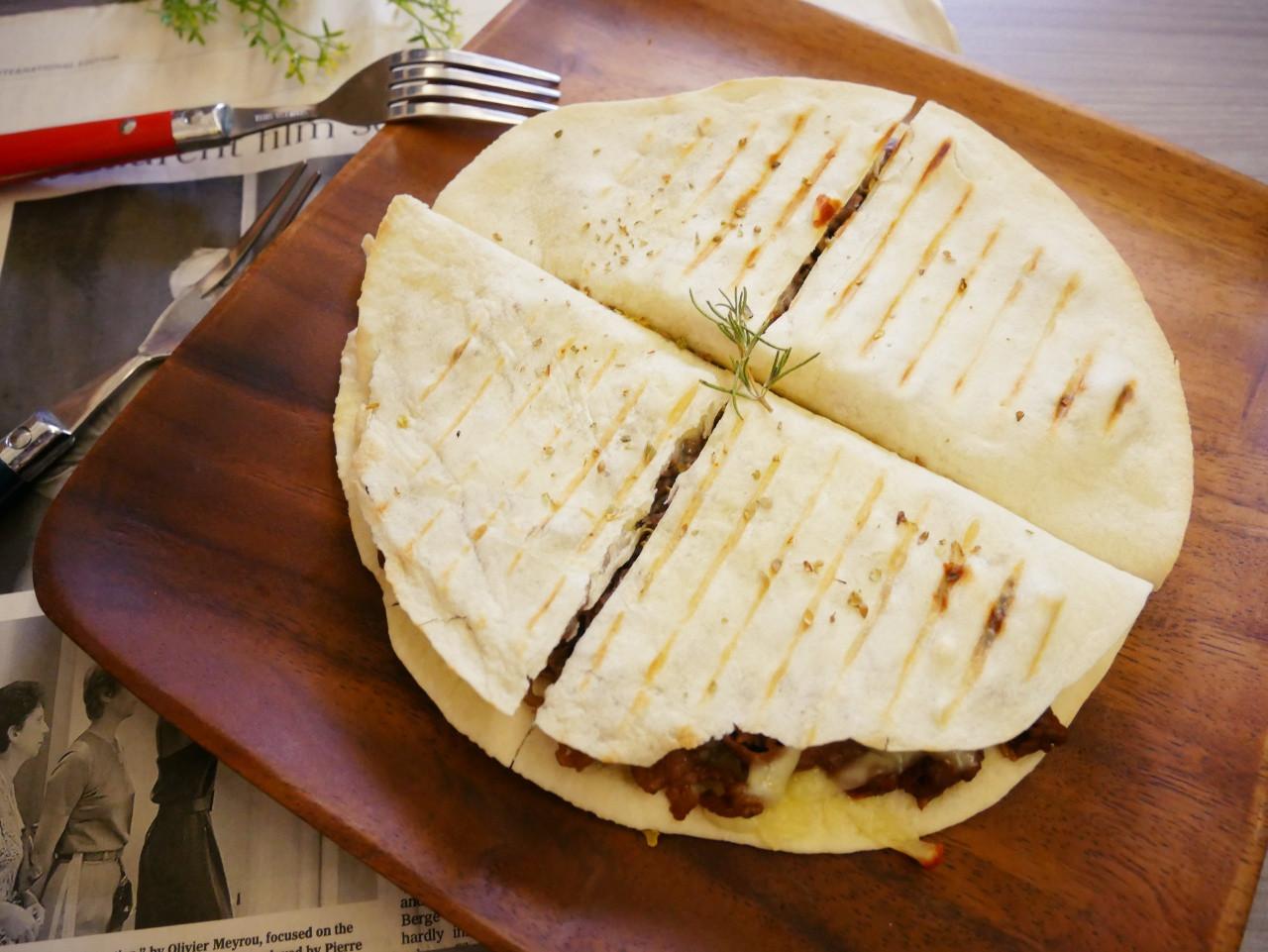 鬆餅機「牛肉薄餅」簡單的懶人料理。