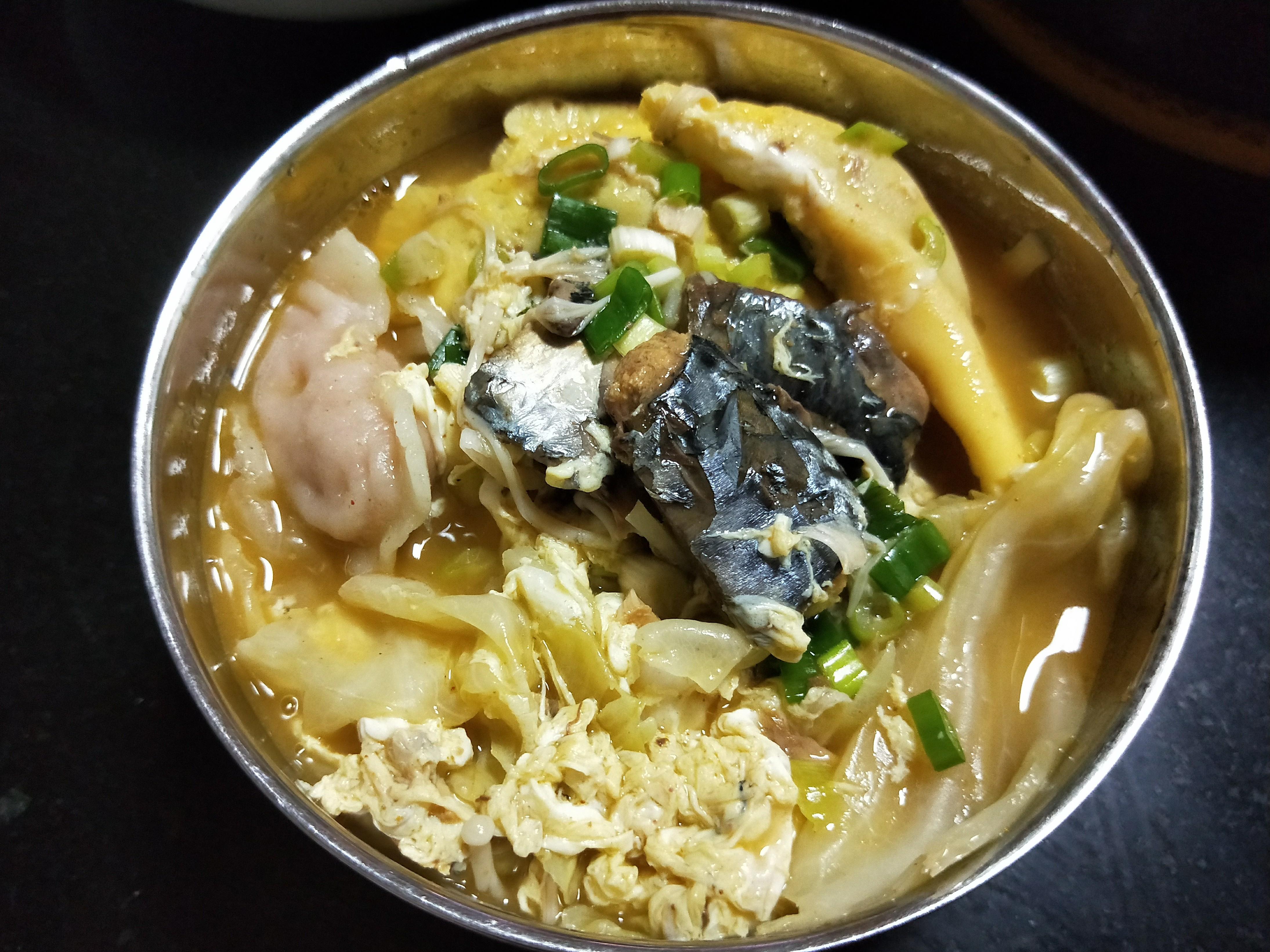 咖哩鯖魚麵