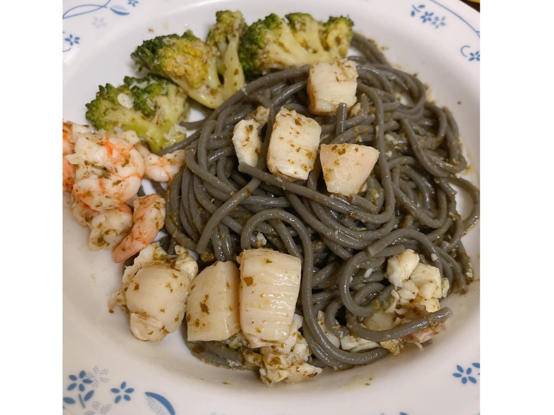 鮮蝦干貝花椰菜青醬墨魚義大利麵-簡單料理