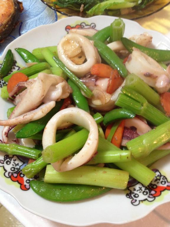 [年菜料理]甜豆芹菜炒透抽圈