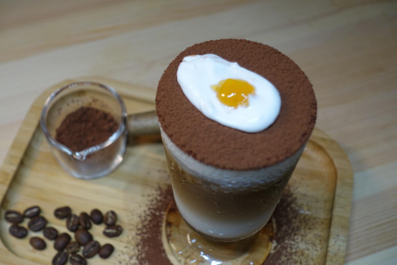 韓國網紅咖啡。荷包蛋拿鐵