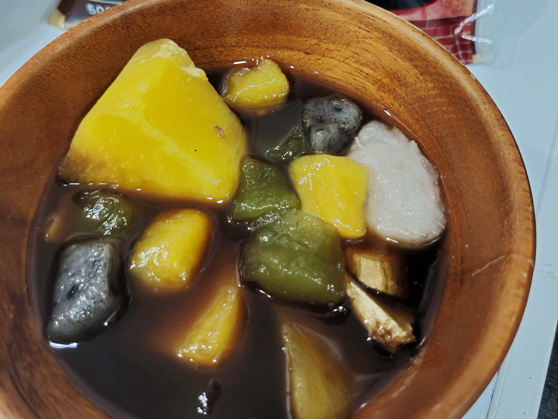 來一碗幸福的彩色芋圓地瓜黑糖薑湯