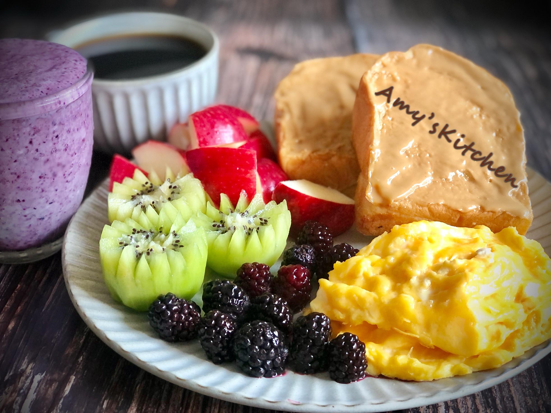 (簡單早餐) 花生醬嫩蛋吐司/藍莓優酪飲