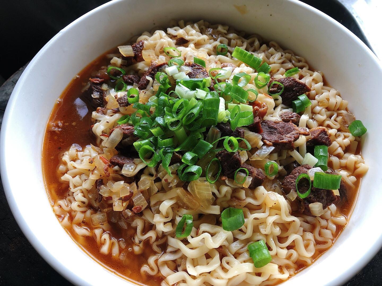 懶人方便料理:牛肉罐拌麵,免調味