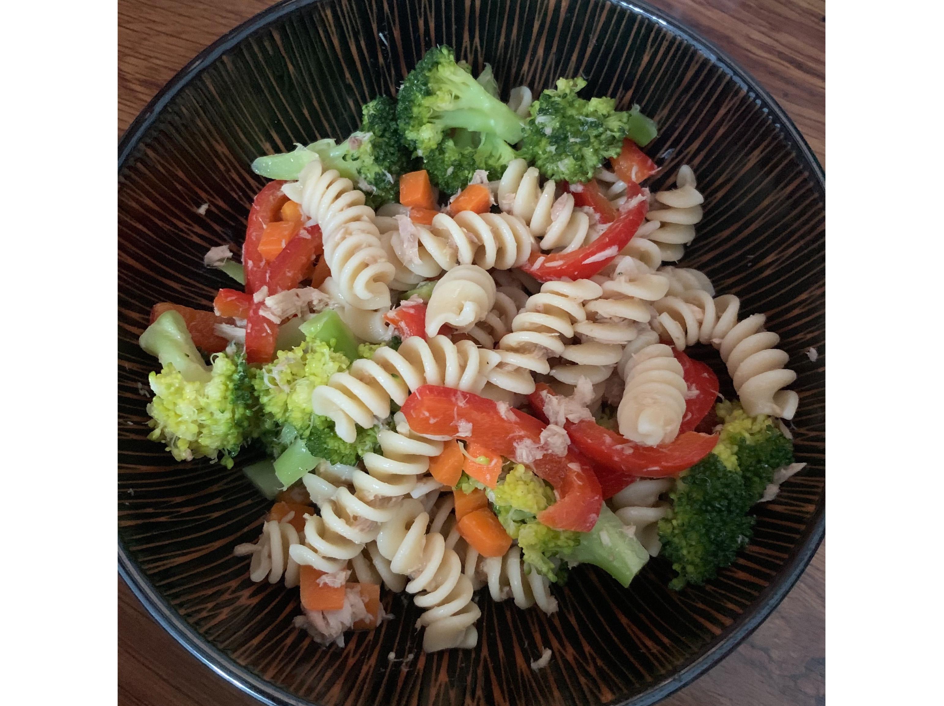 涼拌鮪魚蔬菜螺旋麵