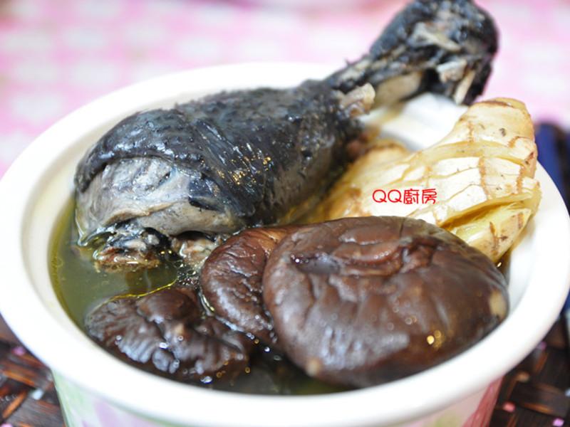 【3.8美人料理】老薑母燉香菇烏骨雞湯