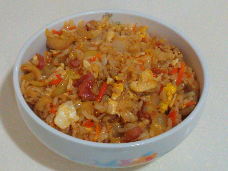 【Tina下廚趣】香腸洋蔥菇菇炒飯