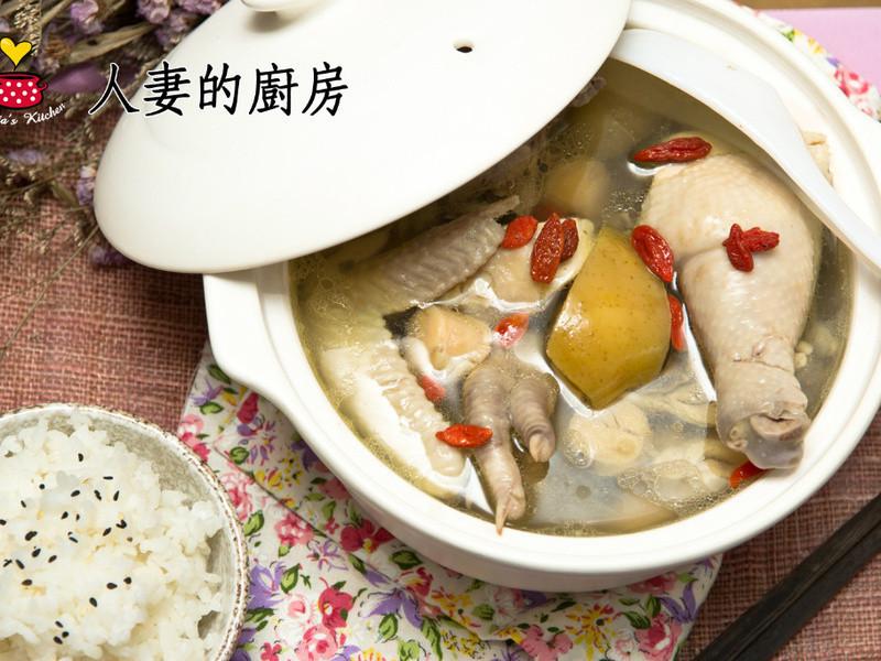 【黃金女郎料理】人妻的廚房--幸褔美女人之蘋果干貝鮮雞湯