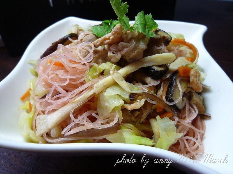 肉片紅麴米粉炒