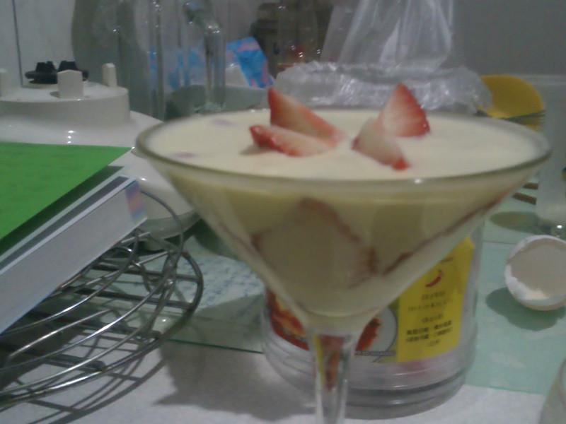 杯裝卡士達草莓慕絲