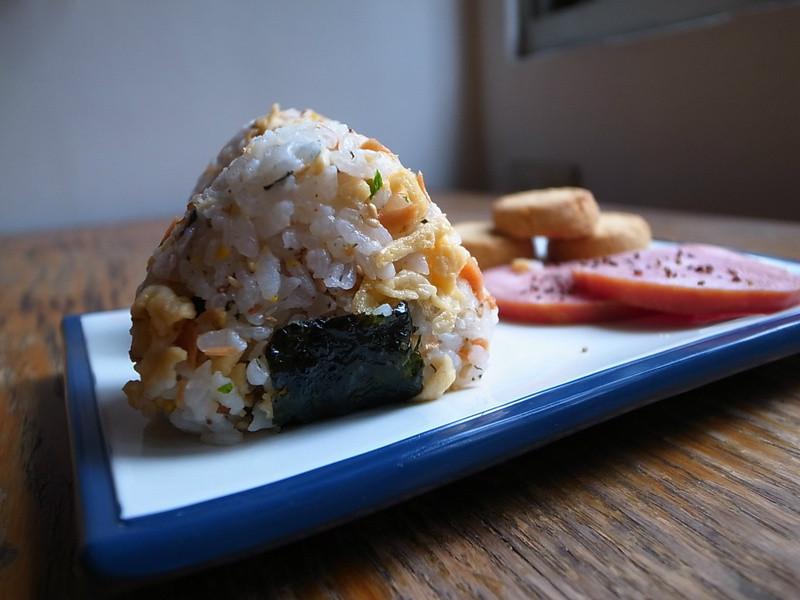 鹹鮭魚飯糰
