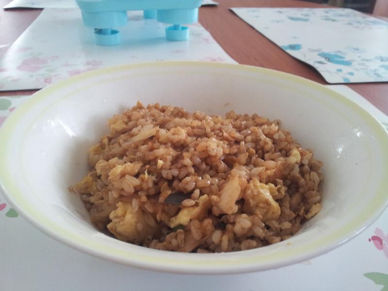 魚罐頭洋蔥九層塔糙米飯