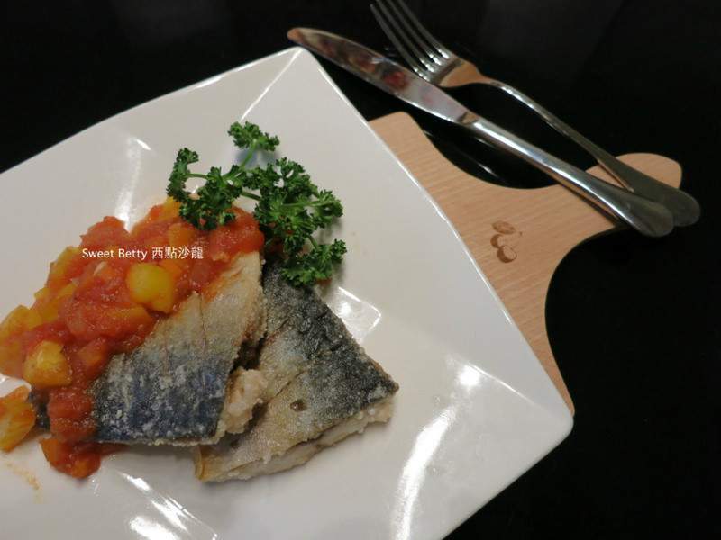 青花(鯖)魚佐茄汁淋醬