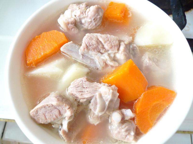 馬鈴薯紅蘿蔔排骨湯