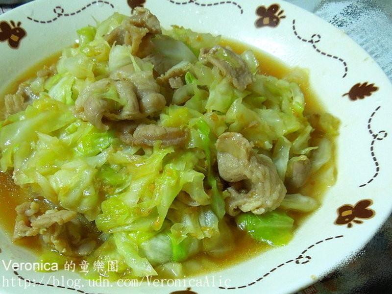【得意的一天橄欖油】肉片炒高麗菜