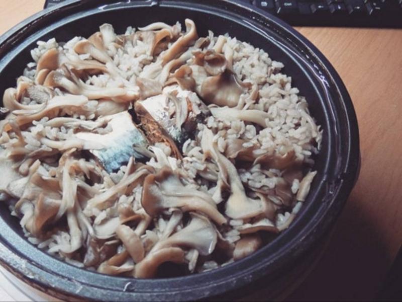 茄汁鯖魚菇悶飯