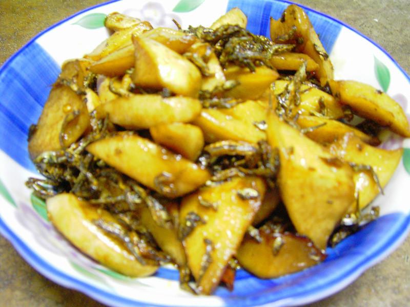 客家料理-醃蘿蔔(菜頭籠仔)炒魚乾