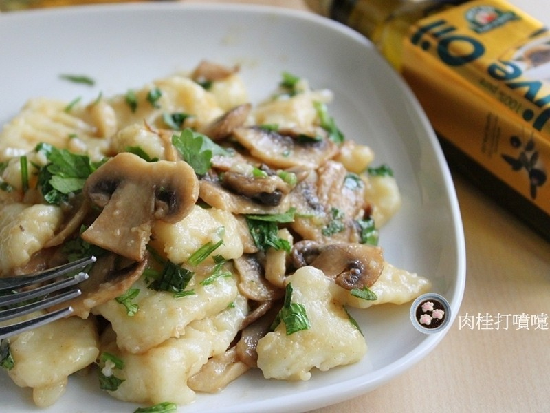 【得意的一天】馬鈴薯麵糰炒蘑菇
