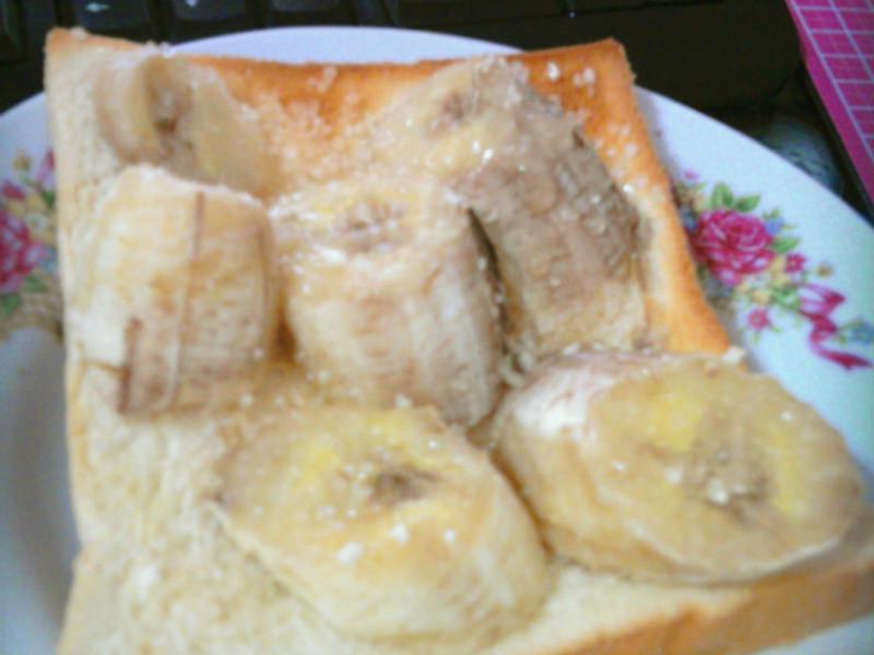 黑暗系料理。懶人香蕉土司