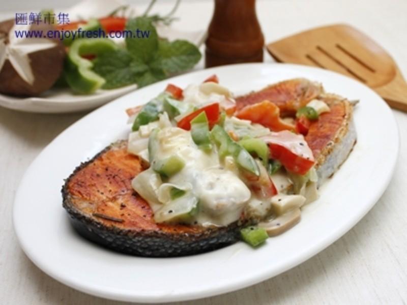 【10分鐘海鮮料理】彩椒白醬鮭魚排