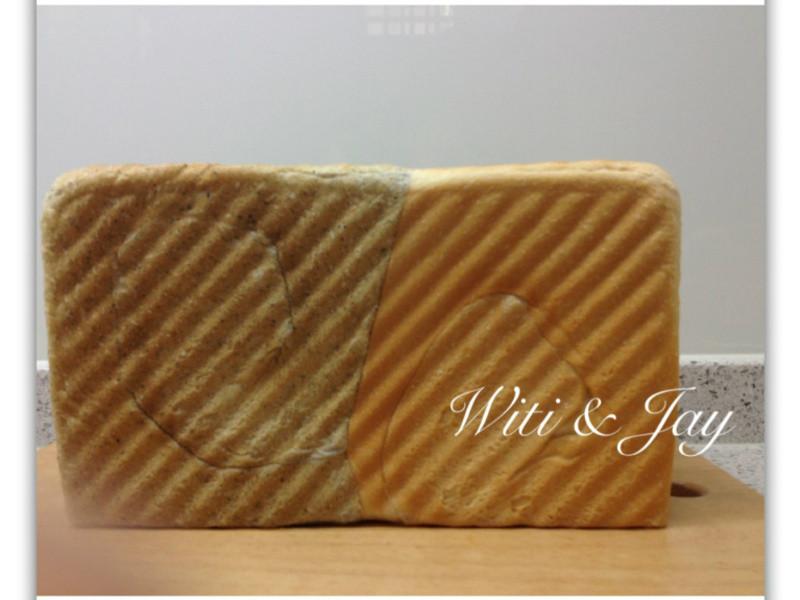 [Witi✿Kitchen](麵包機-吐司)鮮奶芝麻雙色土司
