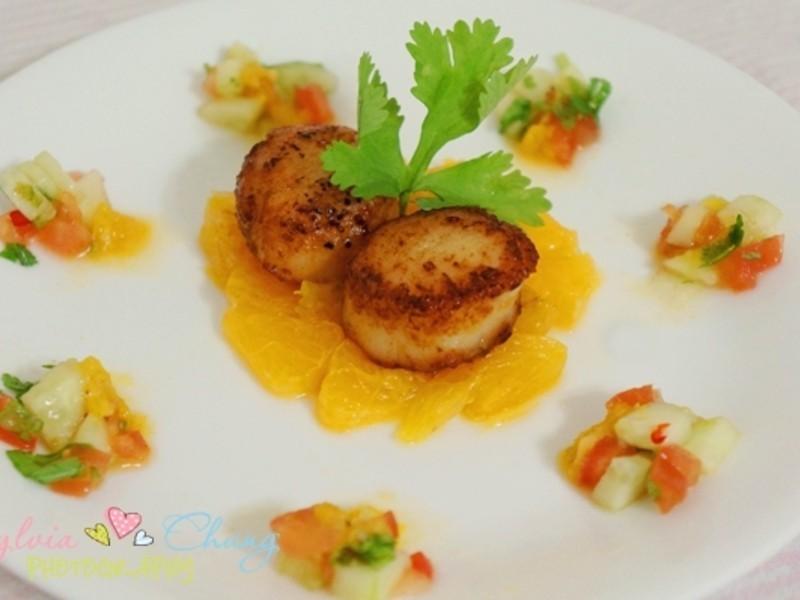 柳橙煎干貝 Tangy Scallop with Salad