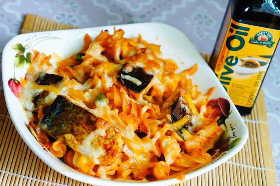 「得意的一天橄欖油」茄汁鯖魚焗螺旋麵