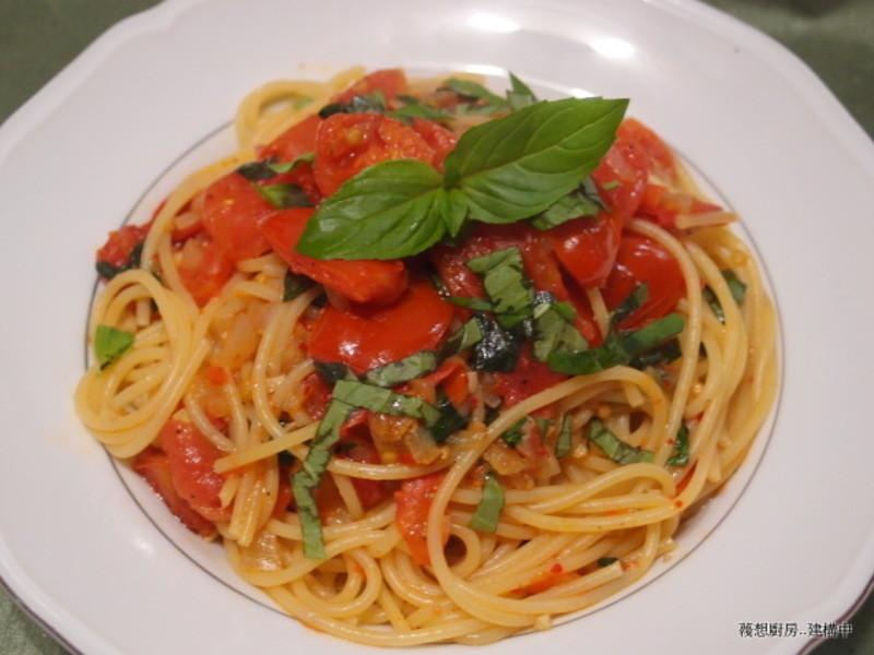 「得意的一天橄欖油」塔香蕃茄義麵