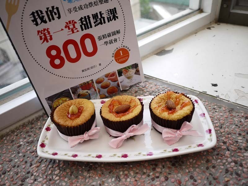 杏仁海綿蛋糕佐草莓果醬