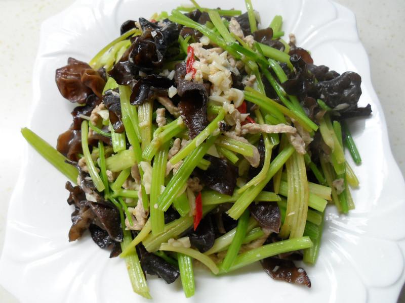 木須豬肉芹菜