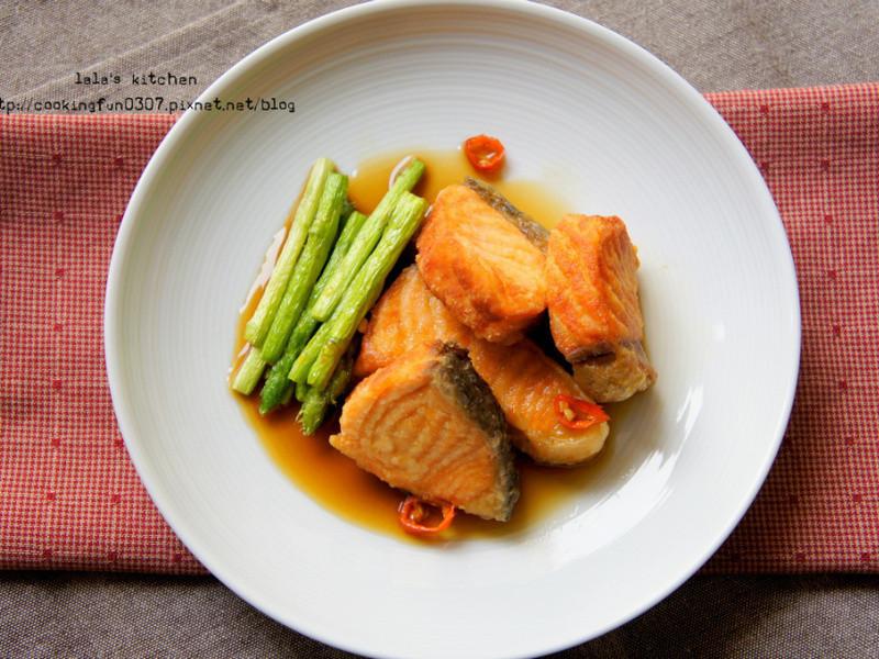 鮭魚蘆筍佐甜酸辣醬