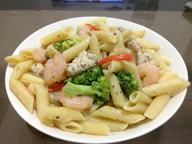 【得意的一天橄欖油】健康滿點蔬菜雞肉蝦仁義大利麵