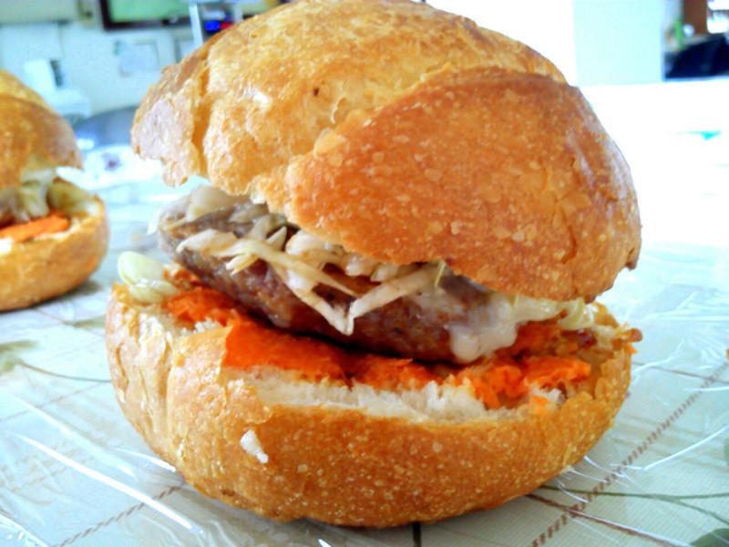 和風蜂蜜紅蘿蔔豬肉漢堡