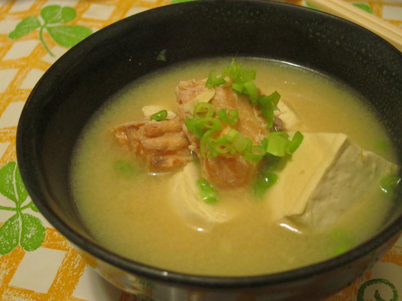 【吳双の孕期低油愛美料理】味噌鮭魚湯