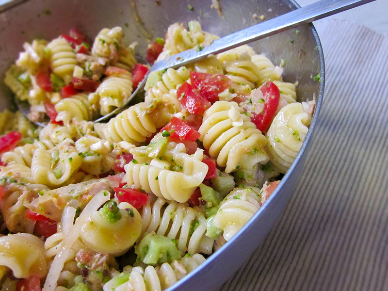 天氣熱吃這個! 番茄鮪魚涼拌義大利麵
