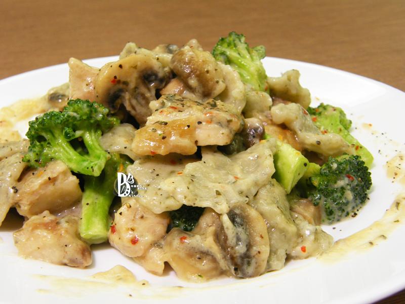 Classico義遊味境-白醬蘑菇雞肉手工麵疙瘩
