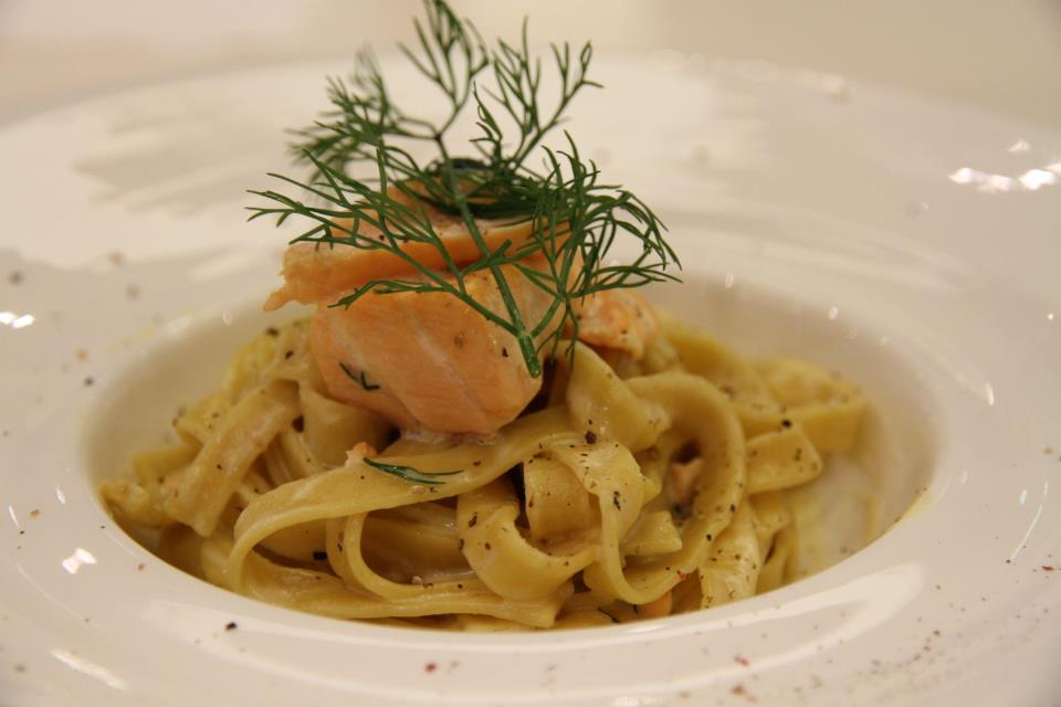 萱萱的鮭魚白醬義大利寬麵