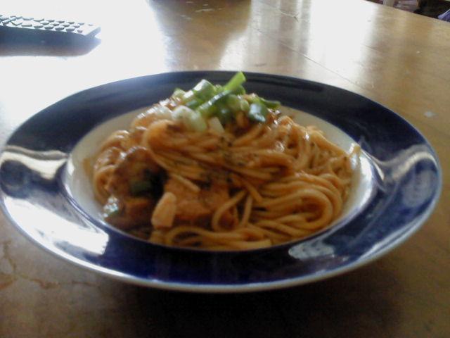 「台式麵」茄汁鯖魚關廟麵