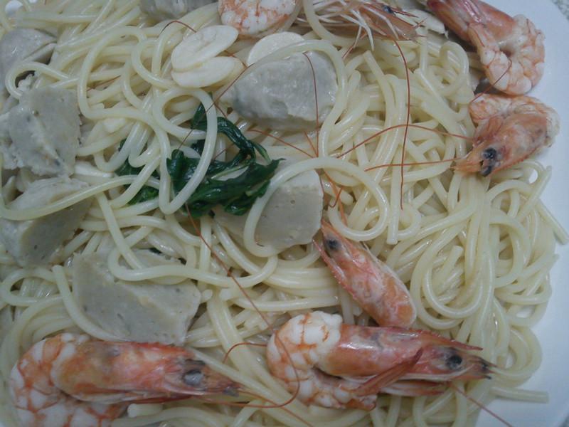 felicine|蒜味蝦子魚丸義大利麵