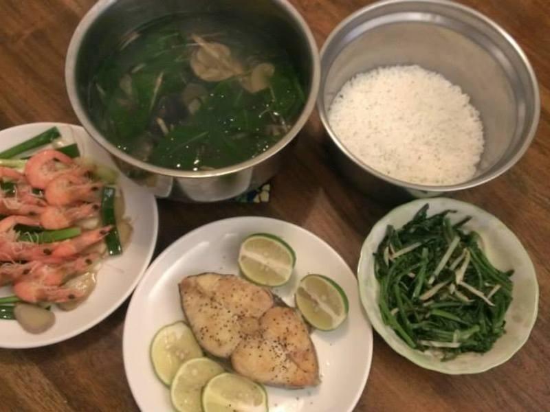 九層塔蛤蜊湯、燒酒蝦、檸檬土魠魚、薑絲皇宮菜