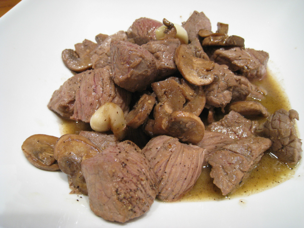 【粉豬兒】奶油蘑菇牛肉
