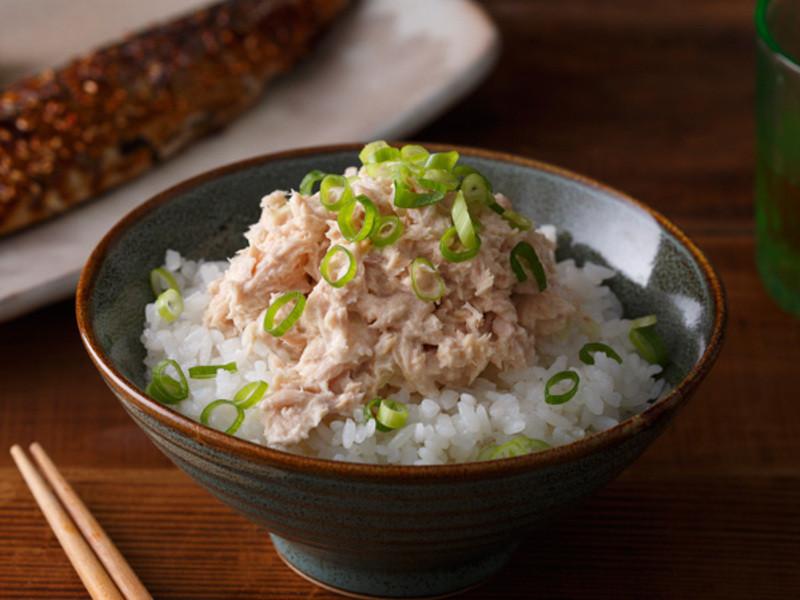 深夜食堂》罐頭(第62夜) 美奶滋鮪魚飯
