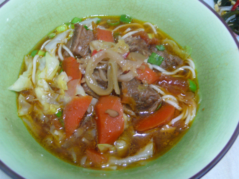 lanni  紅燒牛肉麵 (蕃茄味)