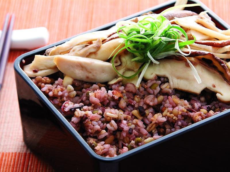 養生菇十穀米飯《日正健康廚房》